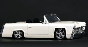 Zwart-witte klassieke modelauto royalty-vrije stock fotografie