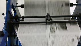 Zwart-witte krantenproductielijn stock footage