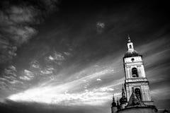 Zwart-witte mening over hemel en het Kremlin in Tobolsk Stock Afbeeldingen