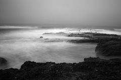 Zwart-witte oceaan toneel Stock Afbeeldingen