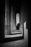 Zwart-witte oude pijlers Stock Foto