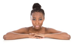 Zwart-witte portret jonge Afrikaanse Amerikaanse vrouw - - isolat royalty-vrije stock fotografie