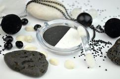 Zwart-witte schoonheidsmiddelen Stock Afbeelding