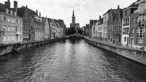 Zwart-witte van de het kanaalreis van Brugge België van de het toerisme Belgische toren van de stadseuropa medival Europese oud Royalty-vrije Stock Foto's