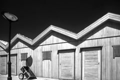 Zwart-witte vissers houten pakhuizen royalty-vrije stock foto