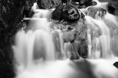 Zwart-witte waterval Stock Afbeeldingen
