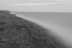Zwart-witte zeekust stock foto's