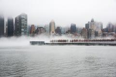 Zwarta mgła zakrywał Miasto Nowy Jork podczas zimy ` s dnia na Styczniu 2018 Obraz Stock