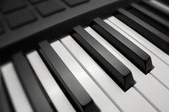 Zwarte & witte pianosleutels Stock Afbeeldingen