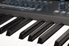 Zwarte & witte pianosleutels Stock Foto's