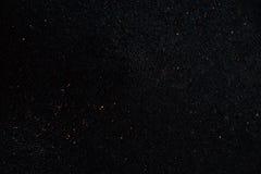 Zwarte asfaltoppervlakte Close-up van donkere grungetextuur met korrel Royalty-vrije Stock Foto's