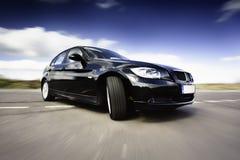 Zwarte Auto in Motie royalty-vrije stock afbeelding