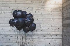 Zwarte ballons bij Ventura Lambrate-ruimte tijdens Milan Design Wee Royalty-vrije Stock Afbeelding