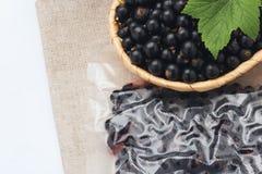 Zwarte besjam, die blackcurrants bewaren stock foto's