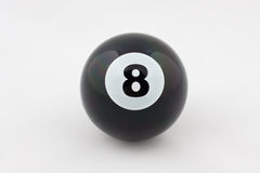Zwarte biljartbal nummer acht dat op wit wordt geïsoleerd Stock Afbeelding