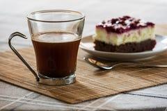 Zwarte boscake en koffie Royalty-vrije Stock Afbeeldingen