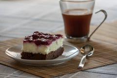 Zwarte boscake en koffie Royalty-vrije Stock Fotografie