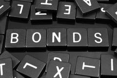 Zwarte brieventegels die het woord & x22 spellen; bonds& x22; stock foto