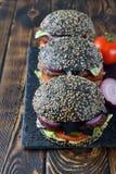 Zwarte cheeseburger royalty-vrije stock foto