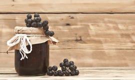 Zwarte chokeberry jam Stock Afbeeldingen