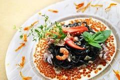 Zwarte deegwaren met zeekreeft stock afbeeldingen