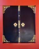 Zwarte deur Japanse stijl, sensojitempel, Asakusa, Tokyo, Japan Royalty-vrije Stock Afbeelding
