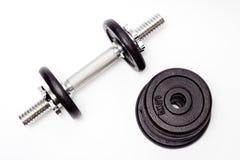 Zwarte domoor, bodybuilding apparatuur Royalty-vrije Stock Foto's