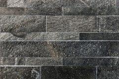 Zwarte of donkere grijze de tegelstextuur van de steenmuur Stock Afbeelding