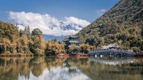 Zwarte Dragon Pool en Jade Dragon Snow Mountain royalty-vrije stock afbeelding