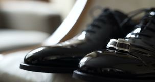 Zwarte elegandschoenen stock videobeelden