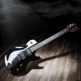 Zwarte elektrische gitaar Royalty-vrije Stock Fotografie
