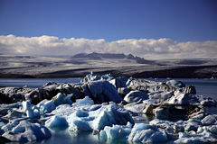 Zwarte en blauwe ijsbergen Stock Foto