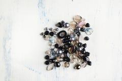 Zwarte en bruine glasparels Stock Foto