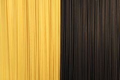 Zwarte en gele Spaghetti Stock Fotografie