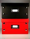 Zwarte en Rode bureaudozen met leeg etiket Stock Afbeeldingen