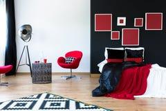 Bordeaux Rode Slaapkamer : Moderne rode en zwarte slaapkamer stock illustratie illustratie