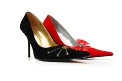 Zwarte en rode vrouwenschoenen Stock Foto's