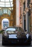 Zwarte ferrari Italiaanse auto Stock Afbeeldingen