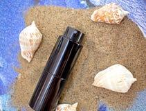 Zwarte fles parfum Royalty-vrije Stock Foto's
