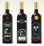 Zwarte flessen voor wijn met gouden en bruine etiketten Royalty-vrije Stock Afbeeldingen