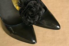 Zwarte gerichte schoenen royalty-vrije stock foto's