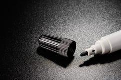 Zwarte gevoelde pennen Stock Afbeeldingen
