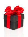 Zwarte gift met rood lint Stock Foto's