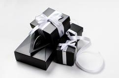 Zwarte giftdoos en wit lint Royalty-vrije Stock Afbeelding