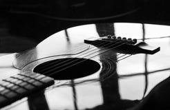 Zwarte gitaar Royalty-vrije Stock Afbeelding