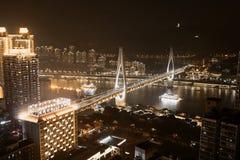 Zwarte Gouden Nightscape van Chongqing Yangtze River Bridge royalty-vrije stock foto's