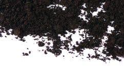 Zwarte grond dichte omhooggaand geïsoleerd op wit Stock Foto