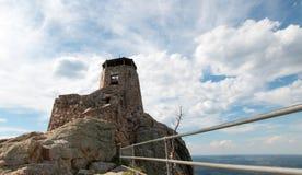 Zwarte het Vooruitzichttoren van de Elanden Piek [vroeger gekend als Harney-Piek] Brand in Custer State Park in de Zwarte Heuvels stock afbeelding