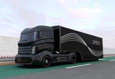 Zwarte hybride vrachtwagen op weg Royalty-vrije Stock Afbeelding