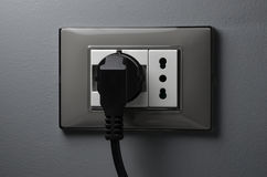 Zwarte kabel in shukocontactdoos Royalty-vrije Stock Afbeelding